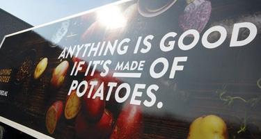 Jac van den Oord Potatoes beschikt over eigen transport met vrachtauto's en een bestelbus